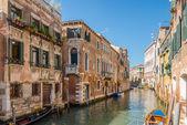 Oude gebouwen in venetië — Stockfoto