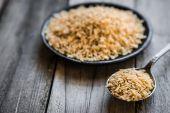 Raw brown rice — Stock Photo