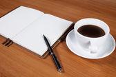 コーヒー カップのオフィス デスク — ストック写真