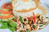 Thai Food Style: Rice topped with stir-fried seafood and basil — Foto de Stock