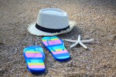 Summer straw hat with slippers and star fish — Stock Photo