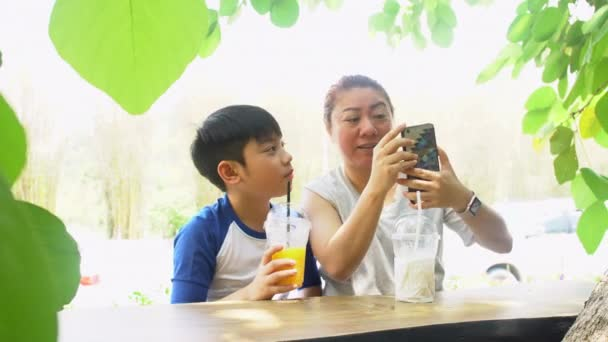 Видеоролик матери с сыном фото 785-612