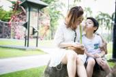 美丽的亚裔女子,和你的儿子 — 图库照片