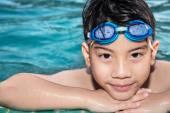 Portrait of happy little boy playing in the pool — Zdjęcie stockowe