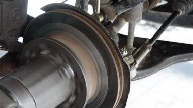 Auto machine grinding the brakes car — Stock Video