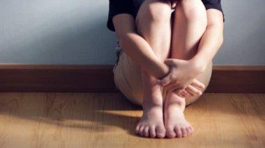 Sadness asian kid sit and depressed ,Tilt up camera — ストックビデオ