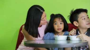 Asian child eating an ice creme with my mother in relax time . — Stock Video