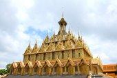 Golden pagoda at Wat Tha Sung Temple in Uthai Thani, Thailand. — Photo