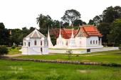 Wat Uposatharam (Wat Bot) Temple,Located along the banks of the  — Stockfoto