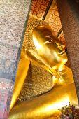 リクライニング仏像金、ワットポー、バンコク、タイ. — ストック写真
