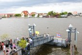 Boat piers in Chao Phraya River for tourists and general passengers near The Royal Grand Palace — Stock Photo