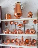 Copper utensils in souvenir shop — ストック写真