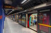 Jubile line train at modern North Greenwich station — Stock Photo