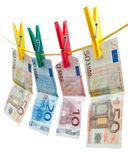 Euro bankovky na prádelní šňůru — Stock fotografie
