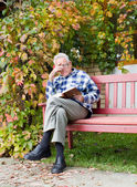 Old man reading book — Stock Photo