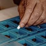 Sorting pills — Stock Photo #60558601