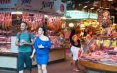Colorful market stalls — Stockfoto