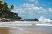 Beautiful waves on paradise beach — Stock Photo