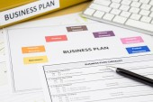 Business plan checklist and paperwork — Foto de Stock