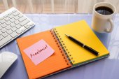 Freelance word on sticky note at workspace — Stock Photo