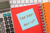 """Blue notepad with words """" TAX DAY """" on paper book — Stock fotografie"""