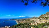 View of Mount Etna and Coastline from Taormina — Stok fotoğraf