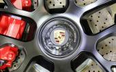 Logo der Porsche auf Rad — Stockfoto
