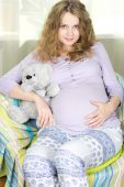 Beautiful cheerful pregnant blonde. Portrait of a young pregnant woman — Stock Photo