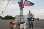 """Man collects a donation for """"DNR"""" in Moscow. — Stock Photo"""