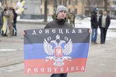 Pro-Putin provoker at the rally dedicated to Boris Nemtsov murder, Voronezh, Russia. — Stock Photo