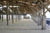 在一家工厂废弃的储藏空间 — 图库照片