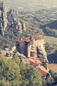 冬青修道院的拉姆建在高高的岩石上 — 图库照片
