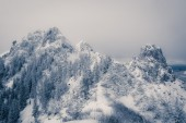 Mountain top covered with snow — Stock Photo