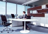 Businesswoman working in her office az — Stock Photo