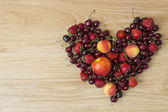 Summer fruits, peaches, apricots, nectarines, strawberries, cherries — Stock Photo