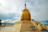 Golden stupa of Bu Paya Pagoda — Stock Photo