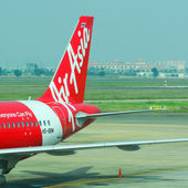 Aerei civili, parcheggio presso l'aeroporto internazionale di Tan Son Nhat — Foto Stock