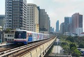 BTS Skytrain on elevated rails — Stockfoto