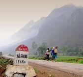 Mountain road in Ha Giang — Stock Photo