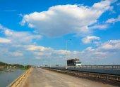 Traffic on a modern bridge in Saigon. — Stock Photo