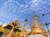 Top of golden stupa at Shwedagon pagoda — Stock Photo