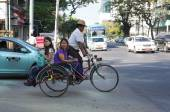People and vehicles on the streets in Mandalay — Foto Stock