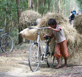 Child labor at Asia countryside — Stock Photo