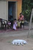 Local women and her children — Stock Photo