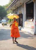 Buddhist monk in Bangkok, Thailand — Stock Photo