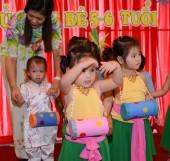 Children study and play in a kidergarten school — Stock Photo