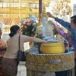 Buddhist devotees bathing Buddha statues at Shwedagon Pagoda — Stock Photo #76261579