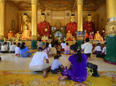 Burmese people pray at Shwedagon Pagoda in Yangon — Stock Photo
