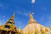 Top of golden stupa at Shwedagon pagoda — Stock Photo