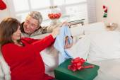 Pregnant opening gift with hes husband in christmas — Stock Photo